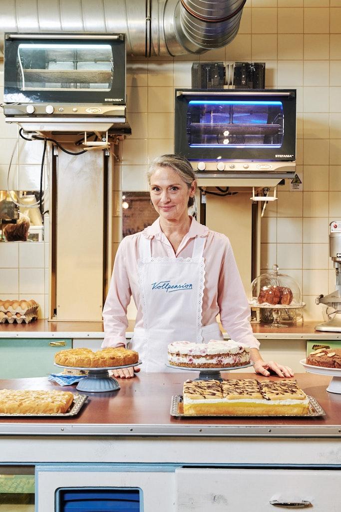 "Classic ""At-Home-Grandma-Live-Baking-Course"": Tiramisu"